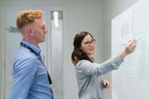 Miten ohjelmistorobotiikkaa hyödynnetään suomalaisissa yrityksissä?
